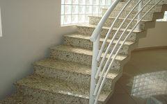 Escada em Granito Amarelo Ornamental